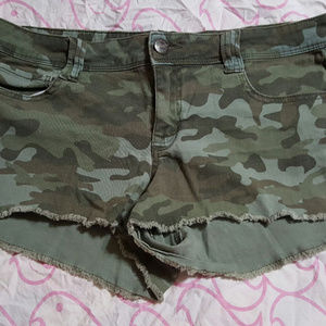 L E I Camo Shorts